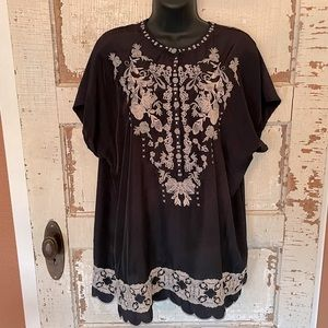 Faith + Zoe Navy and Cream Embroidered Tunic L